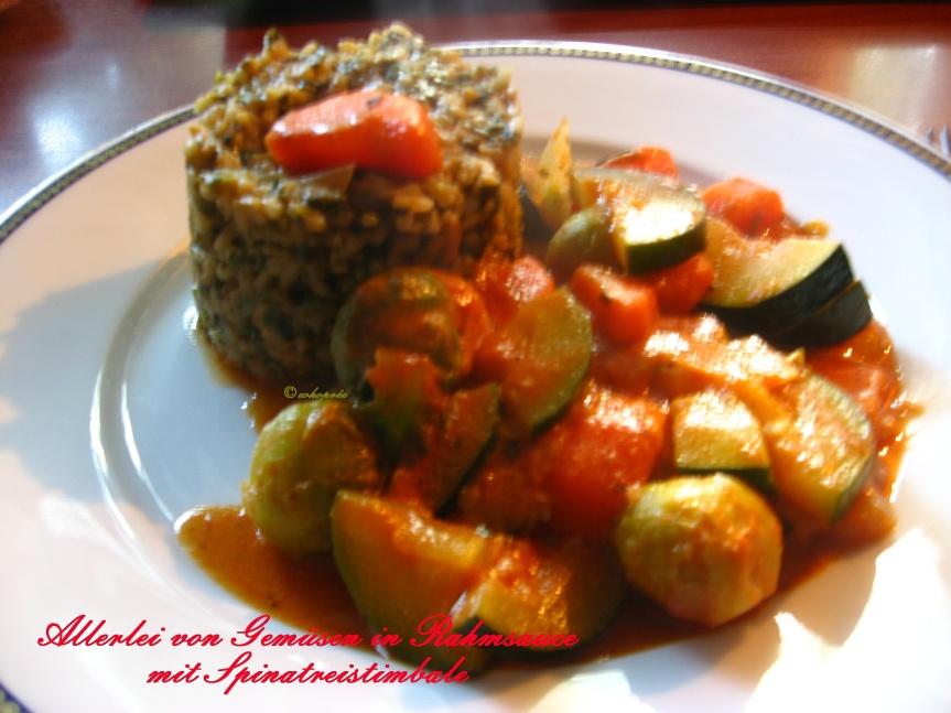 Allerlei von Gemüsen in Rahmsauce mit Spinatreistimbale