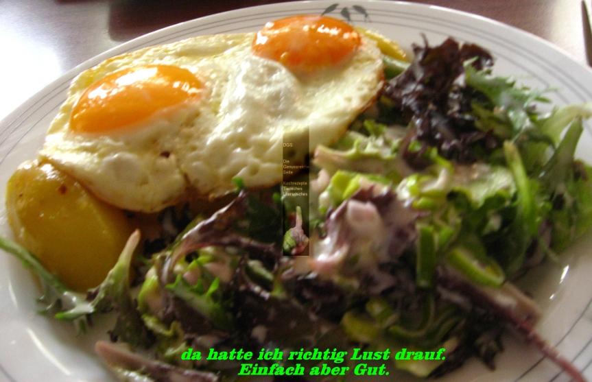 Kartoffeln in Schalottenbutter – Misch Salat in Joghurt Dressing –Spiegeleier