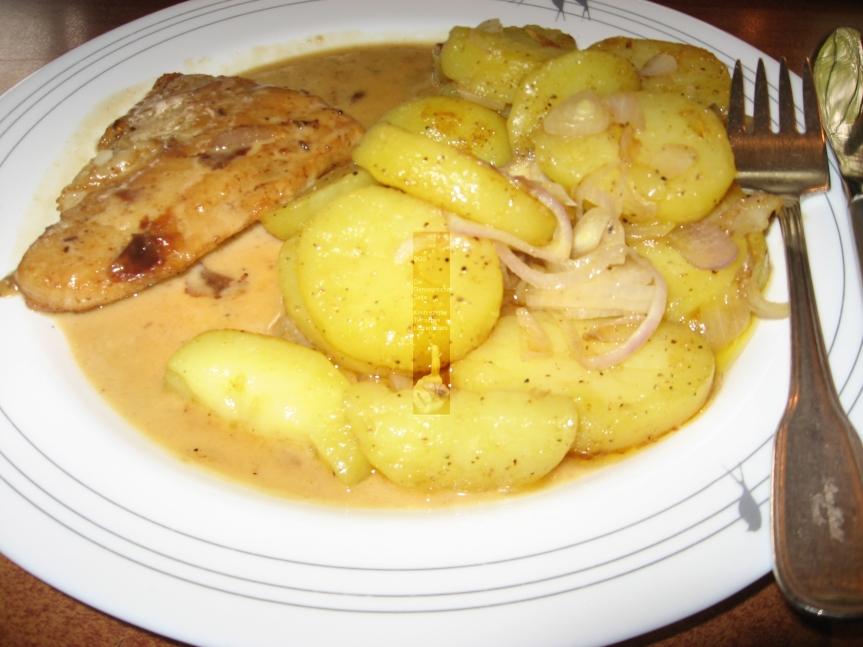 Pangasiusfilet in leichtem Kümmelrahm mitRöstkartoffeln