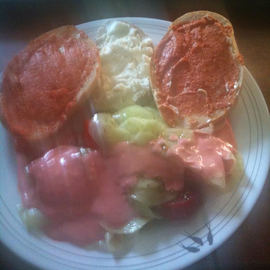 Gurkensalat mit Rotebeete Majonnaise – Ziegenfrischkäse – FiletAmerican